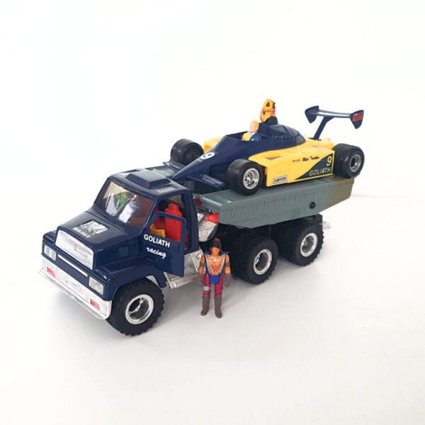 Goliath mit Figuren aus 1986 von Kenner Toys / M.A.S.K.